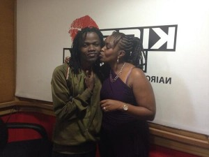 caro kissing juliani